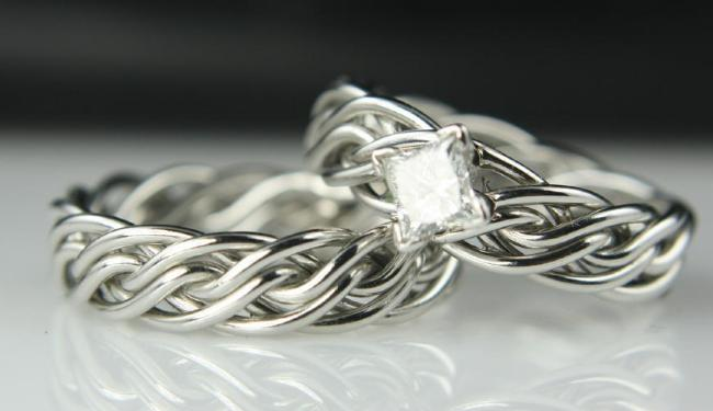 unique-diamond-braided-wedding-ring-set-plate-3